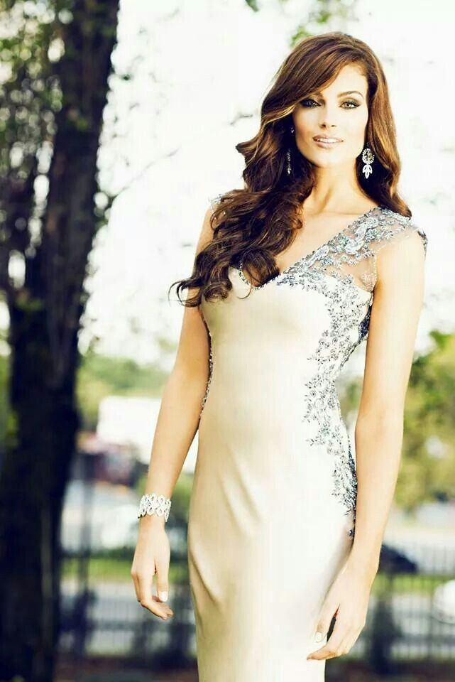 Love this gown on Miss SA Rolene Strauss