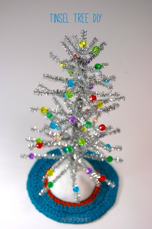 Ideas to read a Christmas Book and do a coordinating Activity for each day of Advent from Bella Dia. This tinsel Christmas tree craft goes with reading The Grinch.