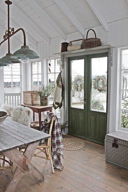 VIBEKE DESIGN: Et lite hus...til glede for mange !