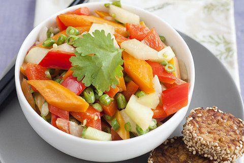 Ricarda Steffens, Gewinnerin des Provamel Veggie-Star 2013, zeigt uns wie man aus Tempeh und Gemüse ein exotisches Gericht zaubern kann.