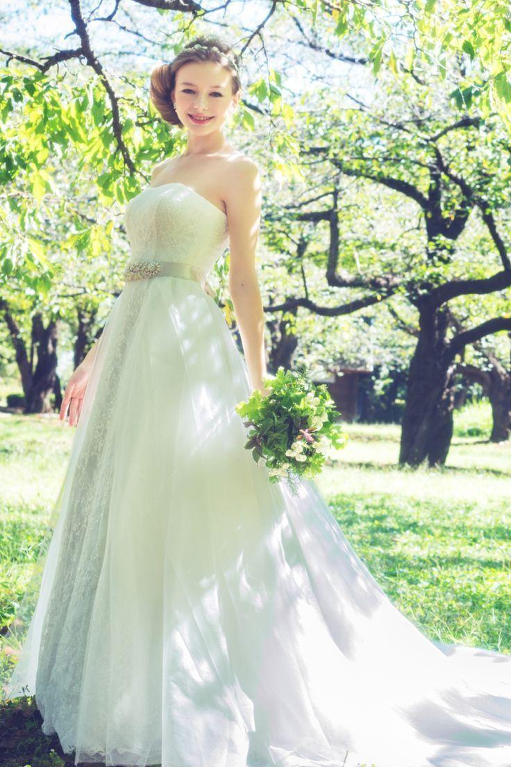 女性のかわいらしさを引き出すAライン♡白のAラインの花嫁衣装、ウェディングドレスのまとめ一覧です♡