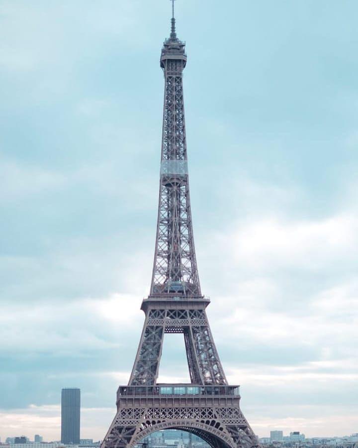 Menara Eiffel Bangunan Khas Dengan Nuansa Romantis Di Paris Adalah Tempat Yang Paling Banyak Dikunjungi Di Prancis Menara Eiffel Paris Menara