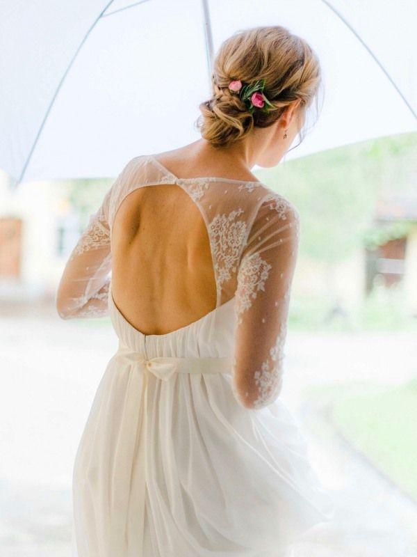 Eine Wunderschone Brautfrisur Mit Blumenschmuck Im Haar Romantisches Brautstyling Auf Gut Sonnenhausen Styling W Brautfrisur Ruckenfreies Kleid Make Up Braut