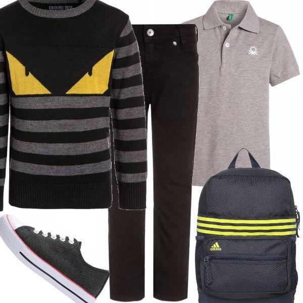 Pronti per la scuola, con un paio di jeans neri, una polo e sneakers grigie. Per le ore più fresche, un maglioncino dalla stampa originale, e zainetto d'ordinanza.