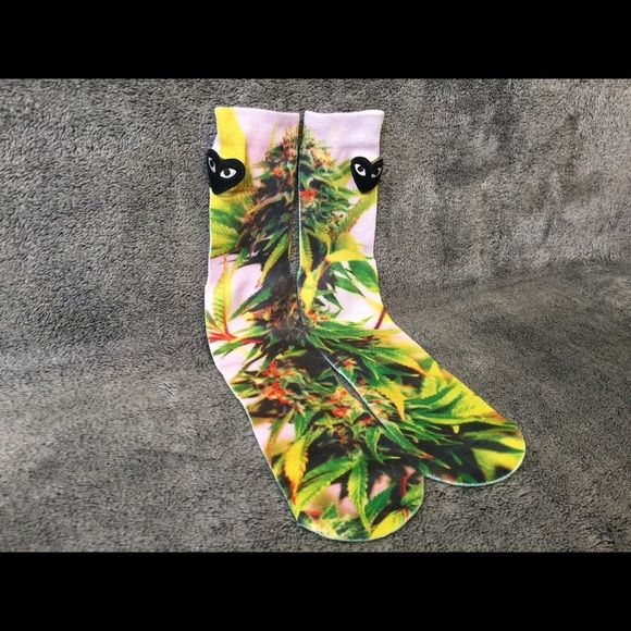 Marijuana Socks Men Women Crew Graphic Weed Socks Very stunning and high quality Marijuana Plant socks, perfect for anyone! One Size - Fits Sizes 6-13 Check out my 16 other styles in my closet! Other