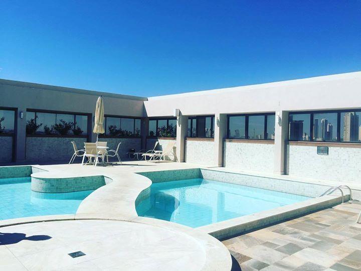Bom dia!! Vida difícil aqui em Goiânia! Pernoitando aqui hoje  #gyn #hotel #pool #crewlife by renata.olii http://ift.tt/1TlQLbL