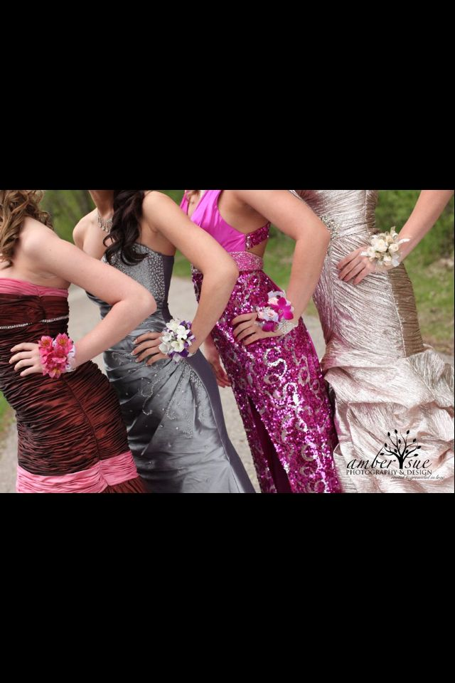 Prom picture ideas for the girls again :)