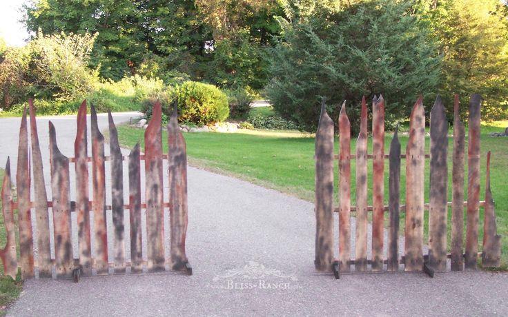 Pallet Halloween Fence Bliss-Ranch.com