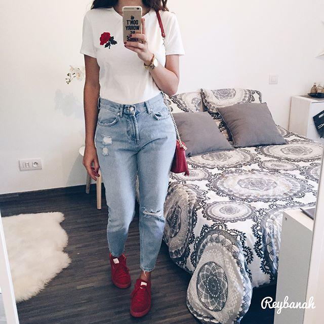 Nouveau look 🌹 mon jean style Mom et mon T-Shirt viennent de chez @pimkie ! D'ailleurs il y a -40% sur tout leur new co si vous avez un compte client chez eux, encore mieux que les soldes 😜  #photooftheday#photo#outfitoftheday#ootd#fashion#fashionstyle#instastyle#styleoftheday#jeans#pumasuede#girl#instalike#igers#lyon
