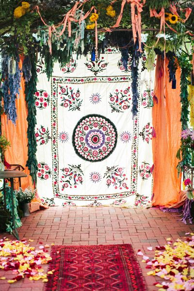 Very boho backdrop: http://www.stylemepretty.com/2015/06/04/whimsical-boho-chic-wedding-in-north-carolina/ | Photography: Millie Holloman - http://www.millieholloman.com/