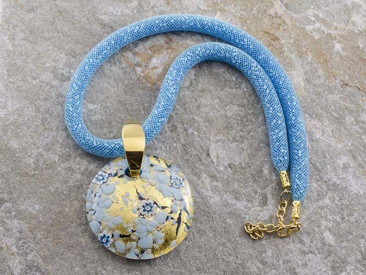 Pendente in vetro di Murano a piastra di forma rotonda e bombata con sfumature di turchese e oro.