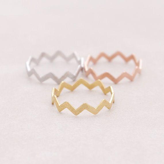 Minimalistic Chevron Zigzag Stackable Ring 18k Gold by MinimalMeow