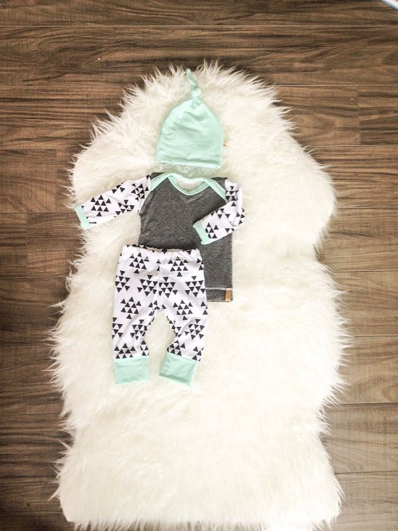 Boys Newborn Baby Outfit. Hospital Coming Home Outfit. Made to Order 2-3 week turnaround! Mix of blue, grey and triangle print with matching top knot