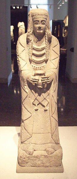 Gran Dama Oferente. Iberian sculpture from the Cerro de los Santos archaeological site, in Montealegre del Castillo. Made of limestone in the 4th century BC.