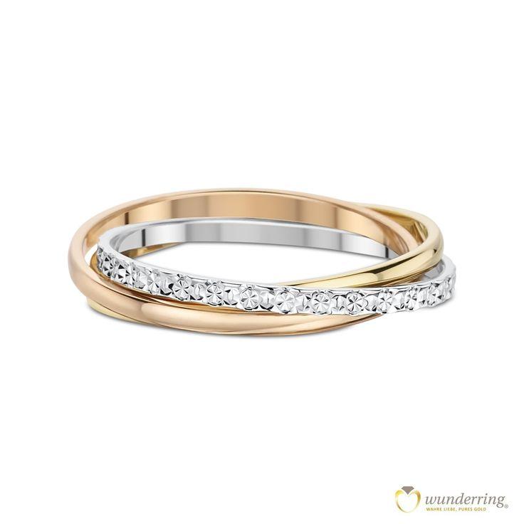 Tricolor Ring aus ineinander verschlungenen Ringen. Der Weißgoldring glitzert im Diamanté-Effekt.  750er / 18 K Gelbgold, Roségold und Weißgold. Jetzt als Musterrring testen! #Ehering #Trauring