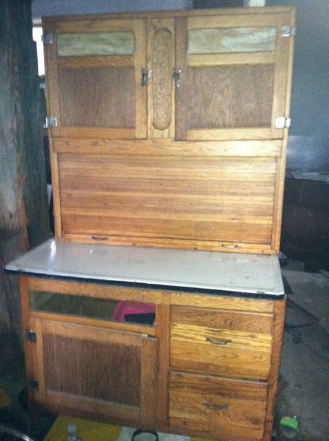 Antique Furniture: Genuine Wilson Oak Hoosier Kitchen Cabinet, Needs Tlc