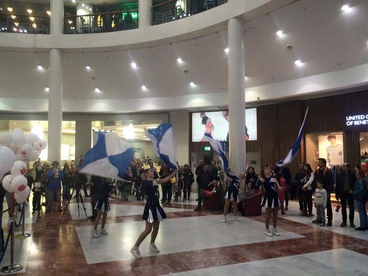 Banda, sbandieratori e majorette per la dichiarazione d'Indipendenza de I Gigli! #gigliamo #igigli #shopping