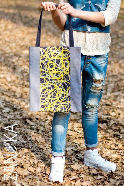 Купить или заказать Сумка джинсовая Мать и мачеха в интернет-магазине на Ярмарке Мастеров. Сумка джинсовая вместительная размер 35*42 ' 'Весенние цветы' Современная сумка выполненная из джинса и хлопка .Передняя часть сумки выполнена в технике 'Crazy-wool' из нитей .Фактурно и необычно. Сумка на подкладке внутри карман имеется магнитная кнопка размер…