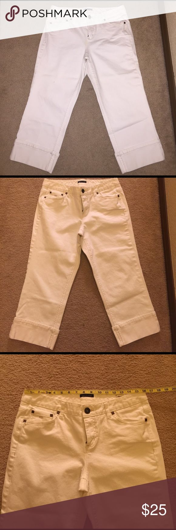 "Tommy Hilfiger cropped jeans ✨OPEN TO OFFERS, JUST SUBMIT YOUR BEST OFFER THROUGH THE ""OFFER"" option OR BUNDLE FOR A DISCOUNT & ONE SHIPPING COST 😃✨.   🚨TREND ALERT! White cropped jeans for spring/summer! Tommy Hilfiger cuffed cropped jeans in excellent, perfect condition 👌🏽(worn once) Size 10, inseam 22"" ... they do have some stretch for a great fit 👍🏽 Tommy Hilfiger Jeans Ankle & Cropped"