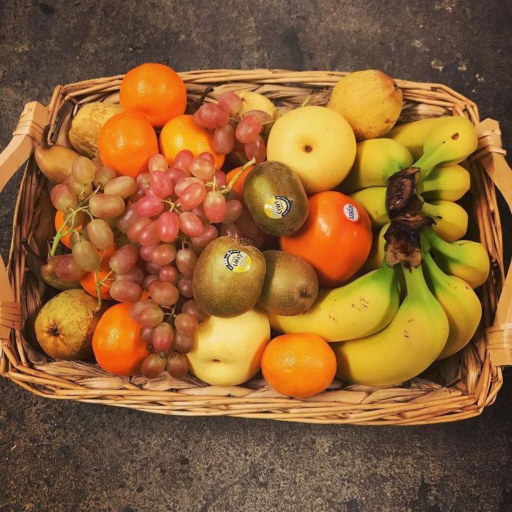 Unser aktueller Obstkorb KW49 mit #Gala #Apfel #Abate Fetel & Nashi #Birne Premium #Banane #Orange #Clementine #Persimon Gold #Kiwi und #Crimson #Weintraube. Wir sind Ihr #Obstkorb #Lieferservice fürs #Büro in #Hamburg