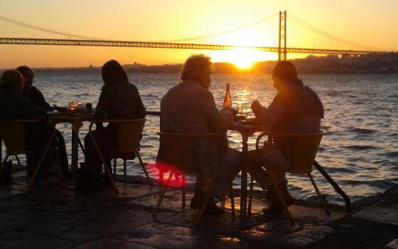 Vistas al puente 25 de Abril desde el restaurante Ponto Final, en Cacilhas, Lisboa