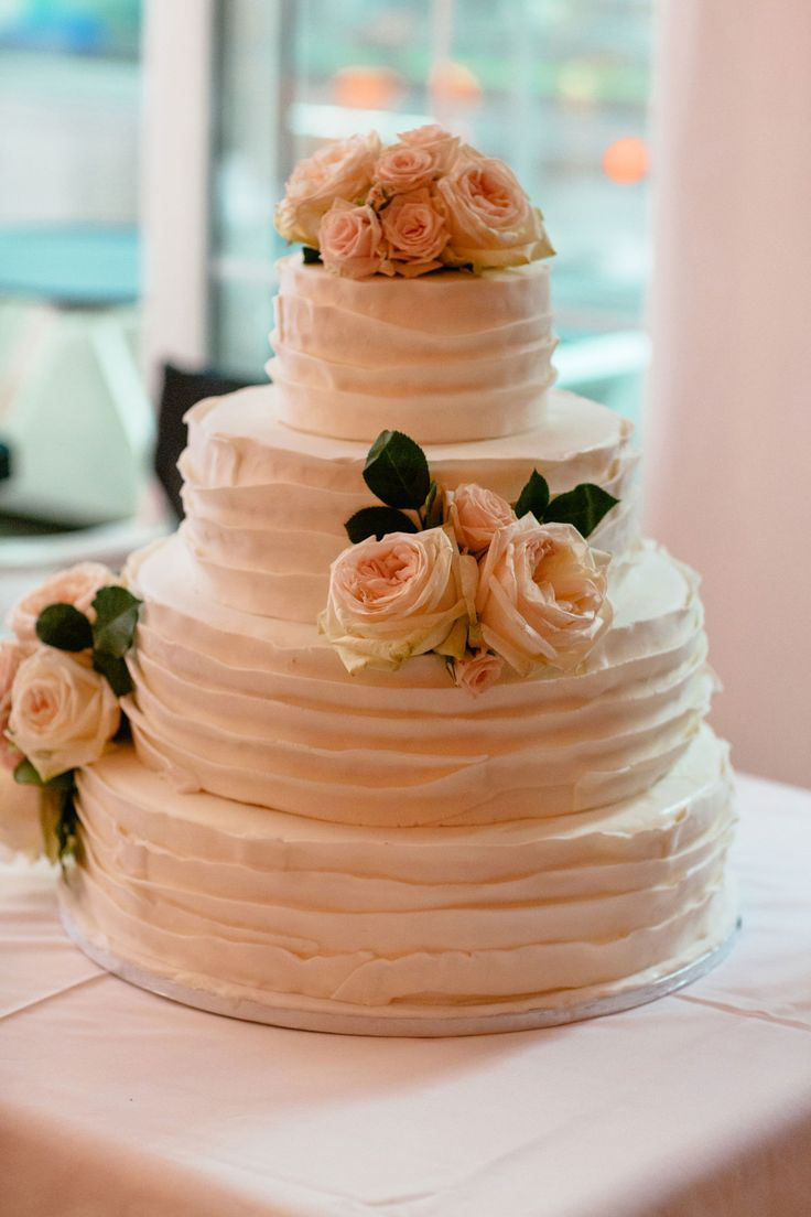 The wedding cake could never look better than this... <3