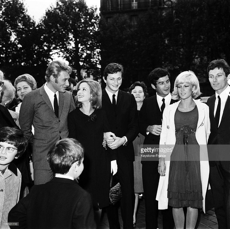 Married Pascale Audret And Francis Dreyfus, Surrounded By Johnny Hallyday, Sylvie Vartan, Jean-Claude Brialy And Hugues Auffray, In Neuilly On September 9Th 1985.