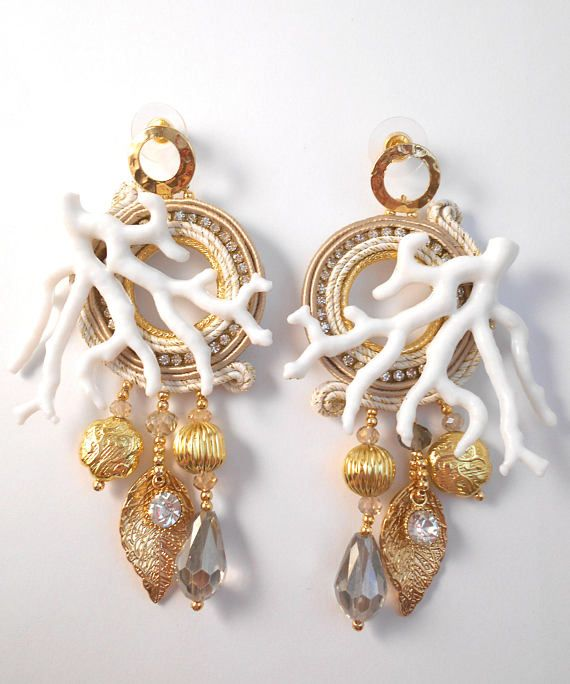 orecchini soutache Luna gioielli  Guarda questo articolo nel mio negozio Etsy https://www.etsy.com/it/listing/526992258/golden-soutache-earrings-coral-and-gold