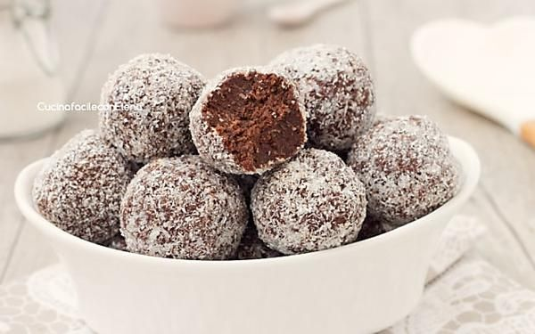 Tartufini cocco e cioccolato senza cottura pronti in 5 minuti