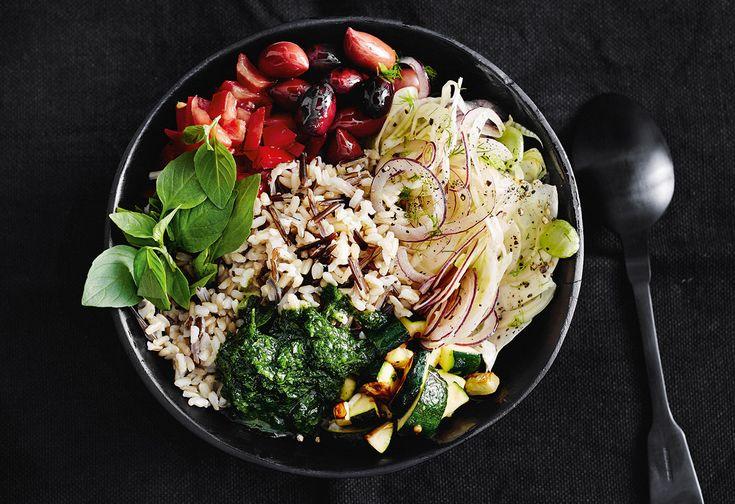 Vegane Wildreis-Bowl Fenchel, Tomaten und Zucchini