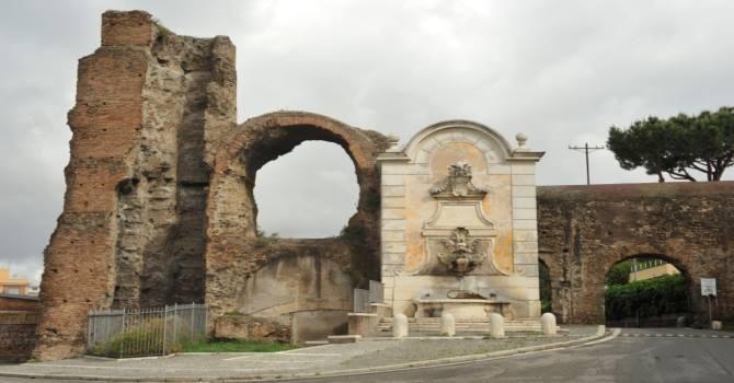 Fontana di Clemente XII a Porta Furba, Via Tuscolana. Aqua Claudia e acquedotto Felice