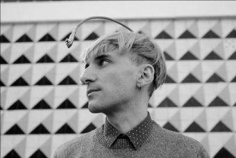Self-proclaimed cyborg Neil Harbisson on hearing colours - RN Breakfast - ABC Radio National (Australian Broadcasting Corporation)