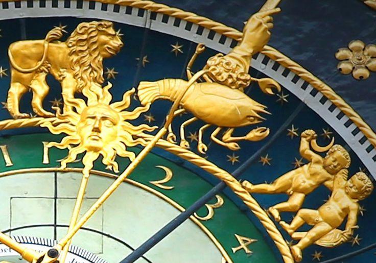 Continuando con la serie Astro DIY de Little Red Tarot, hoy el turno es para repasar las características de cada uno de los 12 signos del zodiaco.