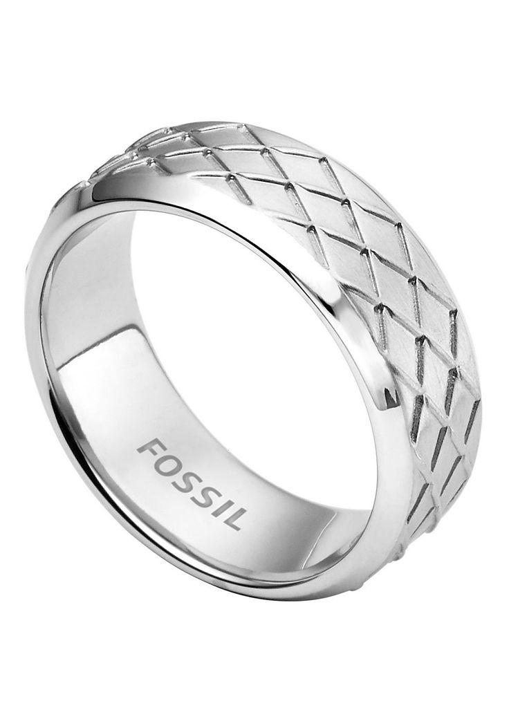 Fossil Ring , »Mens Dress, JF02064040«.  Lässig und cool, mit maskulinem Touch präsentiert sich dieser glänzende Herrenschmuck aus massivem Edelstahl. Die eingearbeitete Struktur sorgt bei dem ca. 8 mm breiten Herrenring für den besonderen Look. Lieferung in einer Fossil-Verpackung....