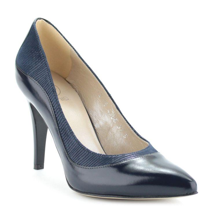 Anis alkalmi cipő Anis alkalmi cipő kék színben, 9 cm magas elegáns sarokkal. A cipő anyaga kívül-belül bőr, oldalában texturált felületű bőrből készült betét található.   #anis #shoes #cipő #heels #magassarkú