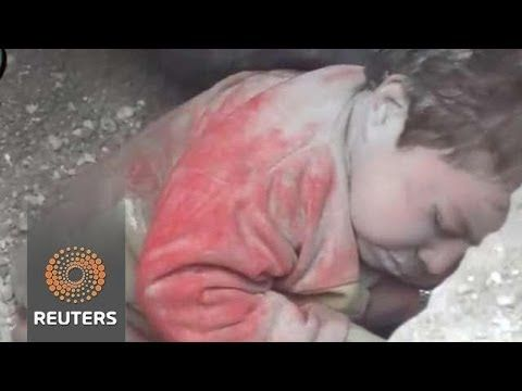 Syria amateur video shows toddler rescued from rubble in Aleppo