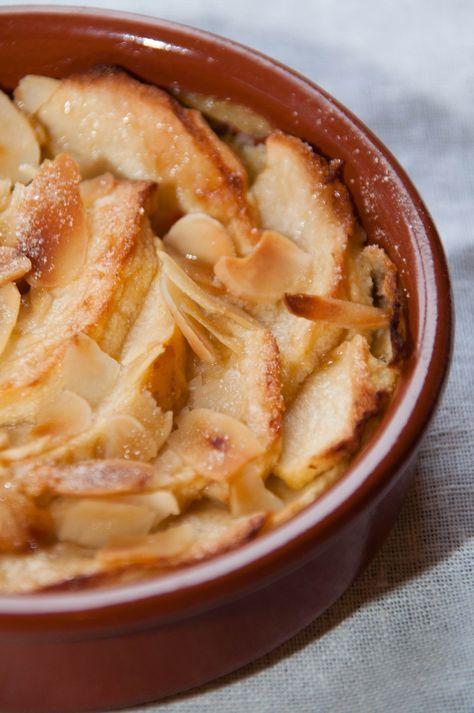 Δεν είναι κέηκ, δεν είναι πραγματική τάρτα αφού δεν έχει ζύμη. Στη γαλλική κουζίνα το αποκαλούν κλαφουτί (clafout...