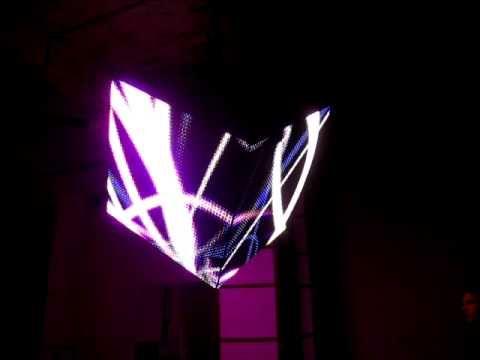 Светодиодный куб реагирующий на звуки. Посетители выставки VIDEOFABRIKA создавали визуальные образы с помощью собственного голоса. Видеокуб выполнен по заказу VIDEOFABRIKA.RU