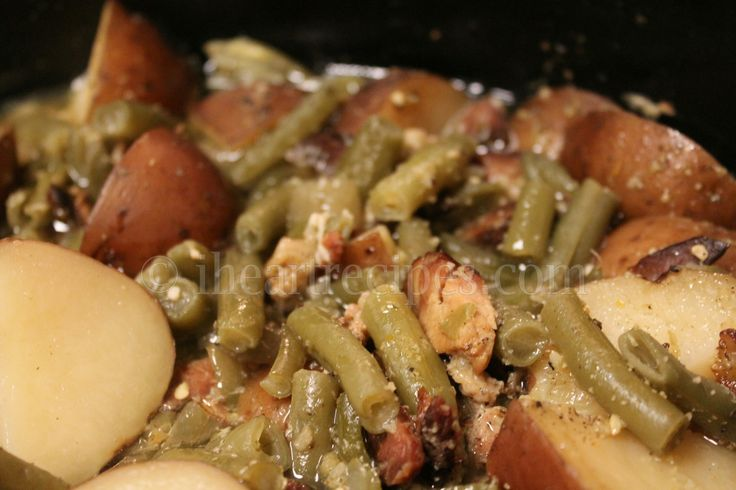 How to make southern soul food style green beans, bacon, and potatoes in the slow cooker! A few years ago I uploaded a recipe for southern green beens and potatoes. I believe that in that recipe I…