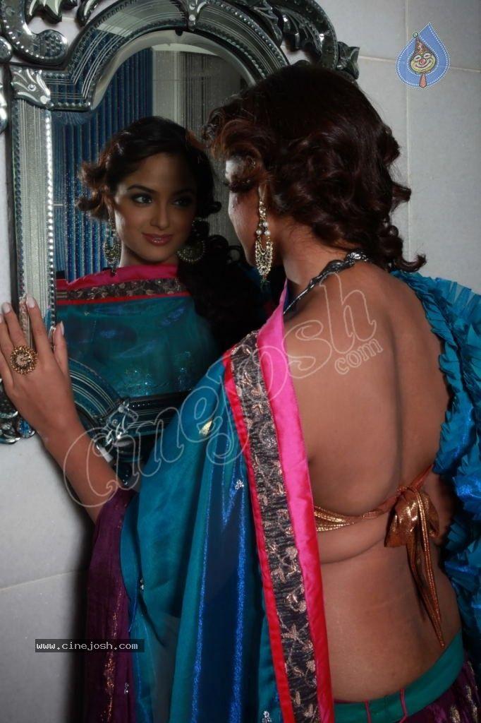 Asmitha Sood Hot Photos - 15 / 32 photos