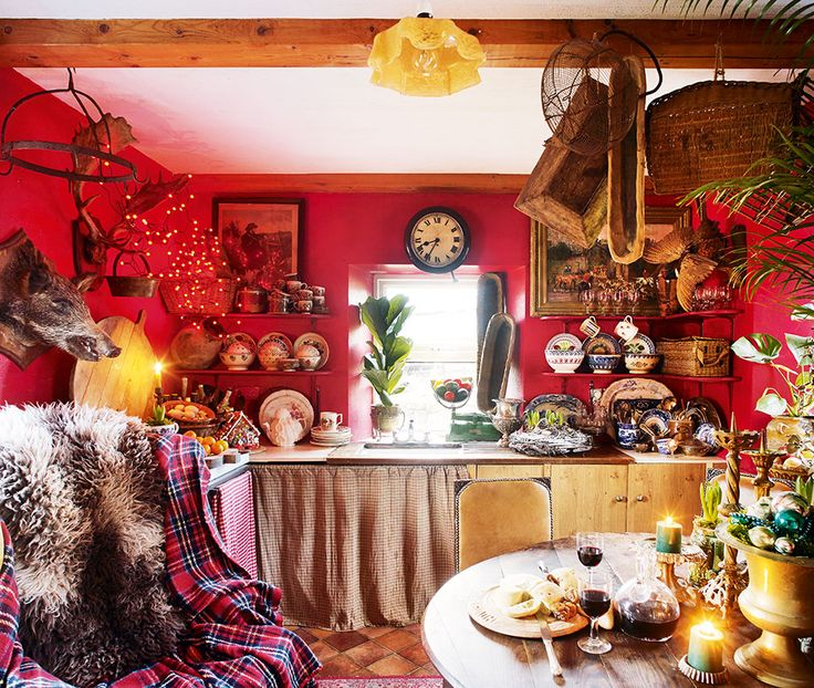 Dutch Antiques Dealer Wendy Boonstra Has Made A Cosy Home Of An 18th Century Country Irish CottageRustic CottageEnglish