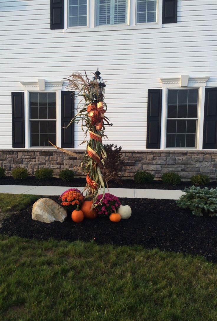 Halloween front garden ideas - Fall Decorations For The Front Lamp Post