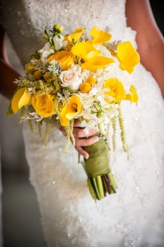 Stunning yellow bridal bouquet!