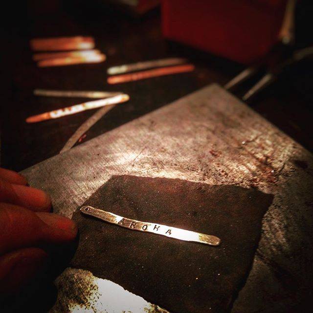 It's a dirty job, but I love it!!! An evening polishing an order of Whanau Feathers made of 100% #recycled #sterlingsilver and #copper. ♻️ #aroha means #love in #tereo #maori and yes, those are my dirty and stained fingertips