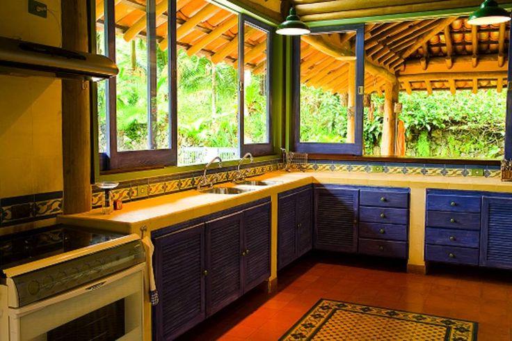 RESIDÊNCIA MM : Cozinhas rústicas por MADUEÑO ARQUITETURA & ENGENHARIA