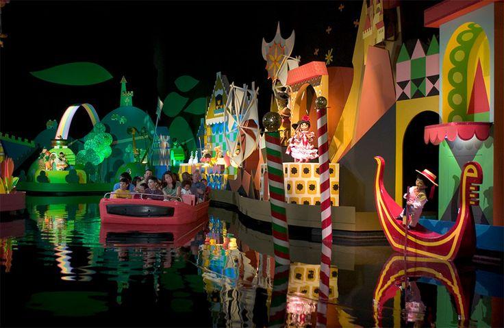 """Dewayne Bevil informou na seção Theme Park Ranger do Orlando Sentinel que a atração """"it's a small world"""" localizada em Fantasyland no parque Magic Kingdom agora conta com um aperfeiçoamento na sua parte final passando..."""