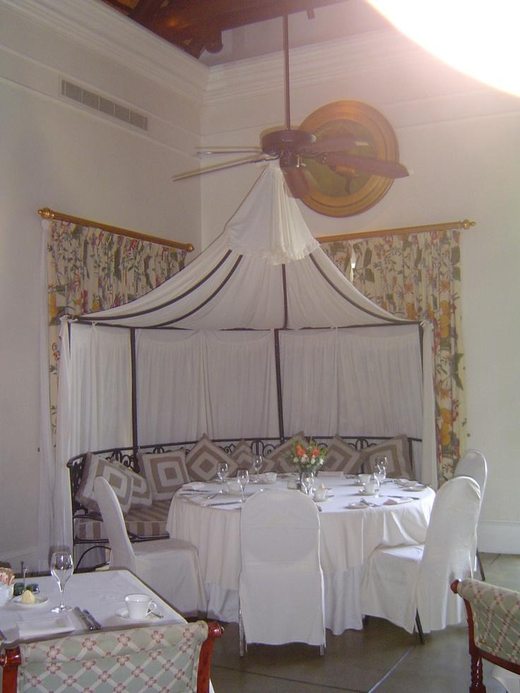 Cozy dining in the Royal Livingstone Hotel, Zabia.