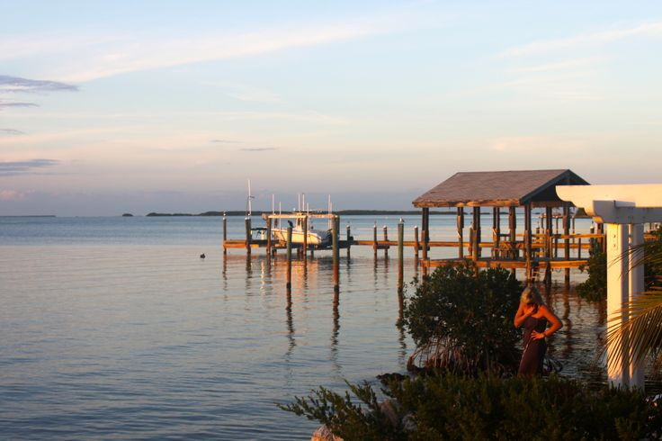 The best restaurants in Key Largo, FL for families, plus tips on seeing the sunset, getting reservations & what to eat!