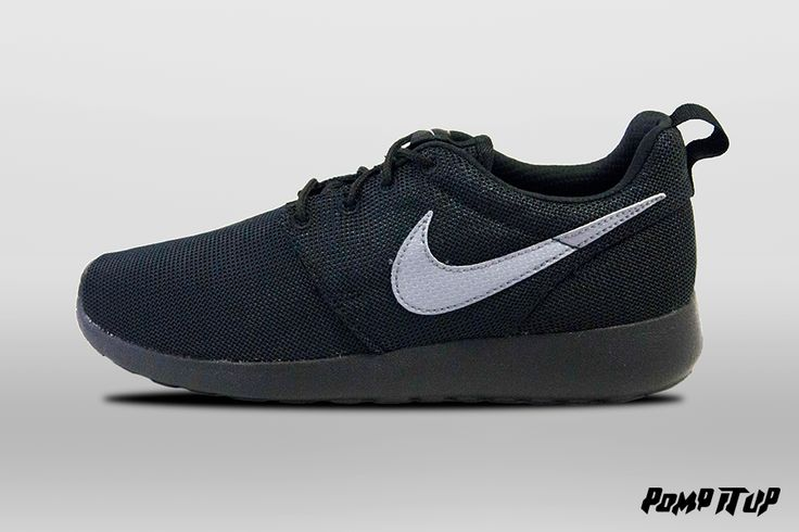 Nike Roshe One Print (Dark Grey / Black-CL Gry-Anthracit) For Children Sizes: 35.5 to 40 EUR Price: CHF 90.-  Available now in Pomp It Up ! #Nike #RosheOnePrint #Sneakers #SneakersAddict #PompItUp #PompItUpShop #PompItUpCommunity #Switzerland