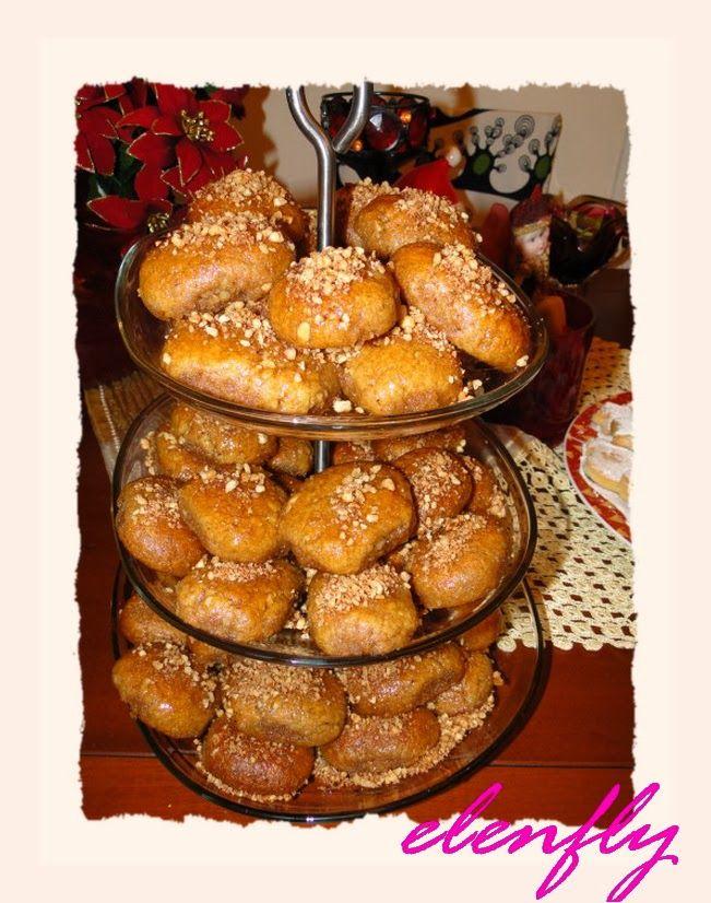 Μελομακάρονα με τραγανό καρύδι, άρωμα κανέλας και γαρύφαλλου και γεύση πορτοκάλι με μέλι.         Υλικά   Για την ζύμη  1 κούπα. ελαι...